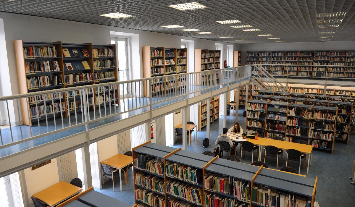 Resultado de imagem para Biblioteca Municipal Afonso Lopes Vieira